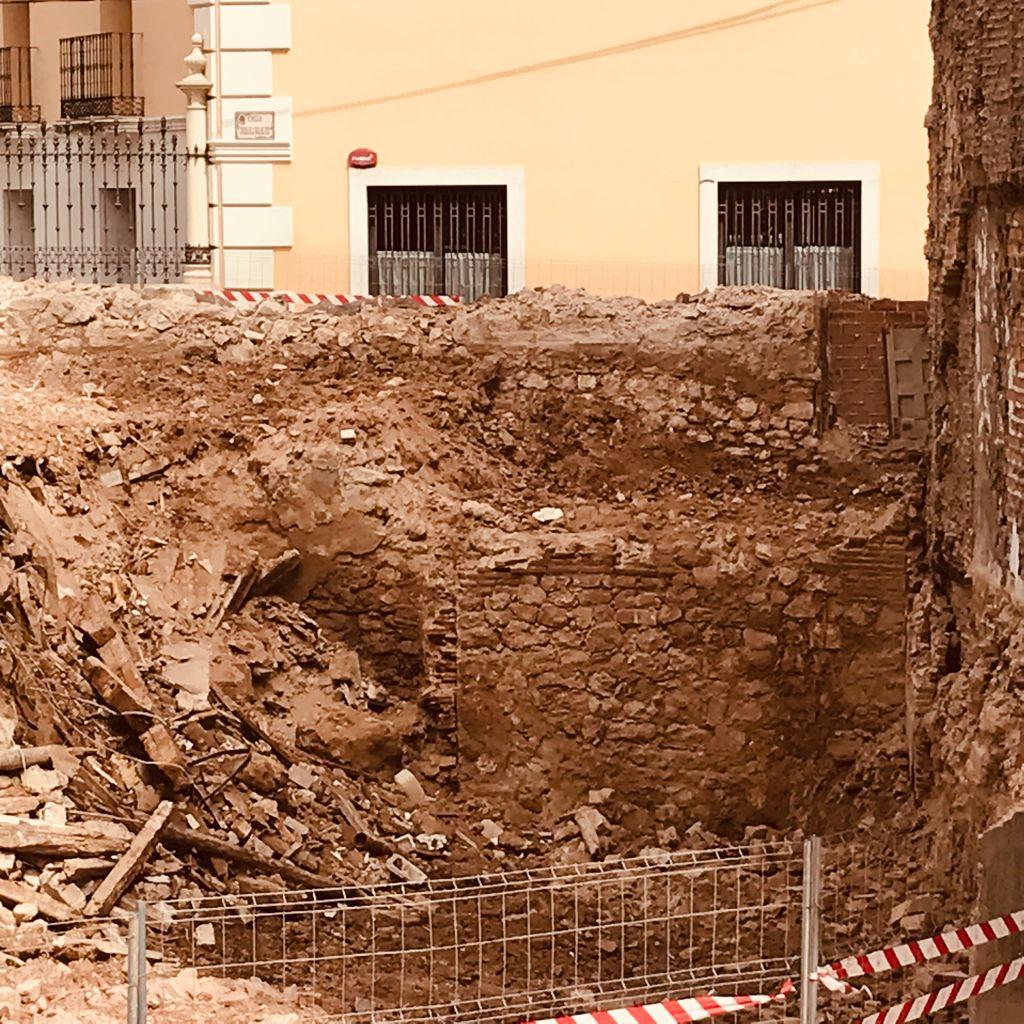 La muralla de Guadalajara y la casona de los Solano