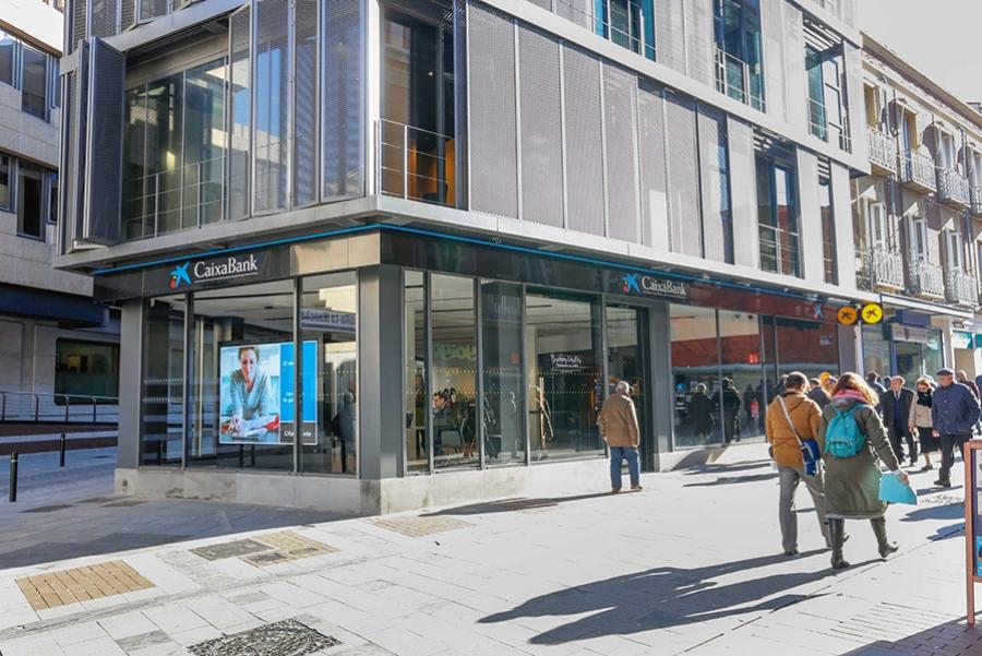 Guadaqu caixabank abre en guadalajara una oficina de su for Oficina empleo guadalajara